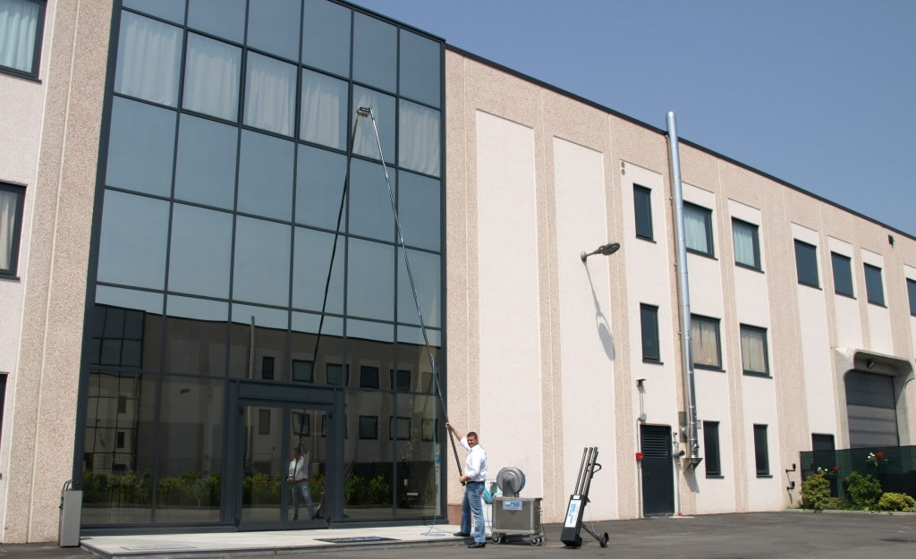 Window cleaning with telescopic poles